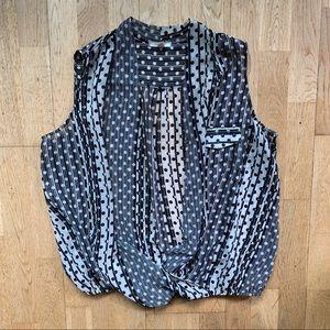 Pleione Black/white patterned sheer top